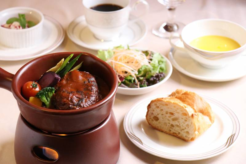 欧風レストラン「バーデンバーデン」期間限定ランチメニュー『飛騨牛煮込みハンバーグ』