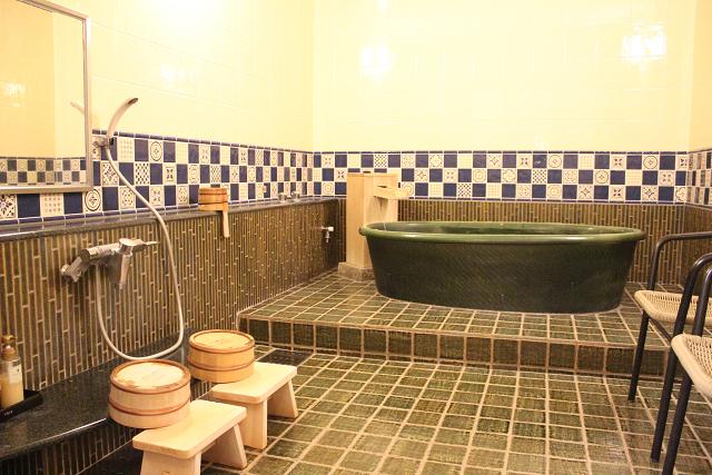 貸し切って満喫♨~レトロな陶器のお風呂~